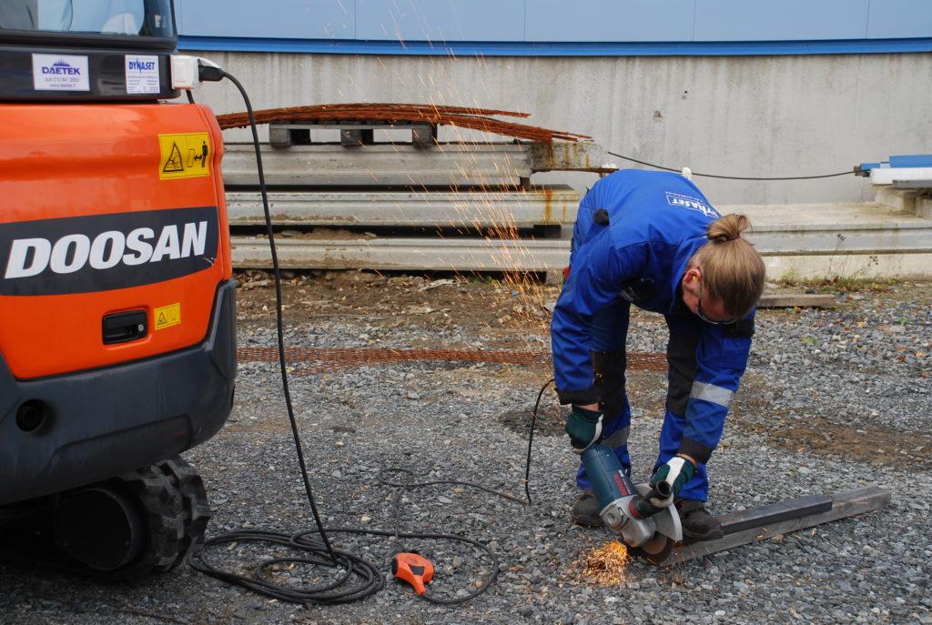 Dynaset HG35kVA Doosan mini excavator angle grinder