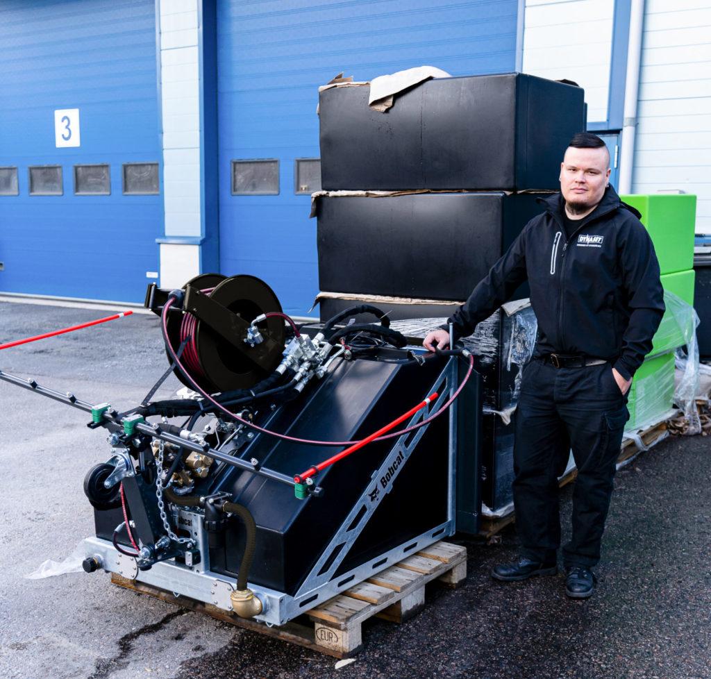 Bobcatin oma KPL Kadunpesulaitteen versio ja projektin vetäjä Henri Hypén