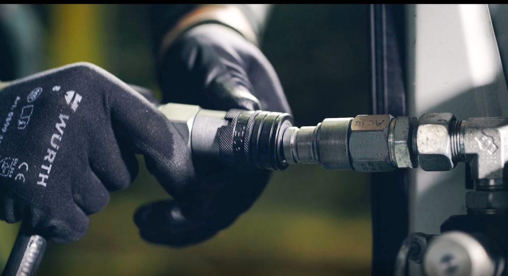 Гидравлические устройства для быстрой смены навесного оборудования делают ваш автомобиль более универсальным.