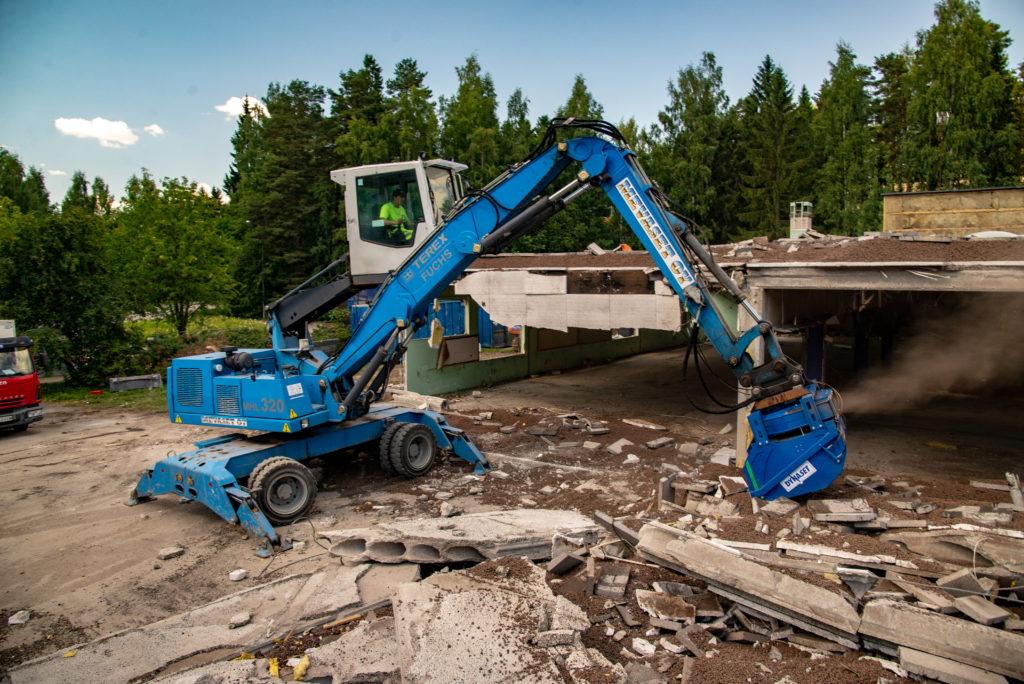 HRVB Hydraulinen kierrätyskauha on ensimmäinen DYNASET Alipaine -tuotekategorian sovelluksista, ja se tuo helpotusta jätteiden lajitteluun työmailla.
