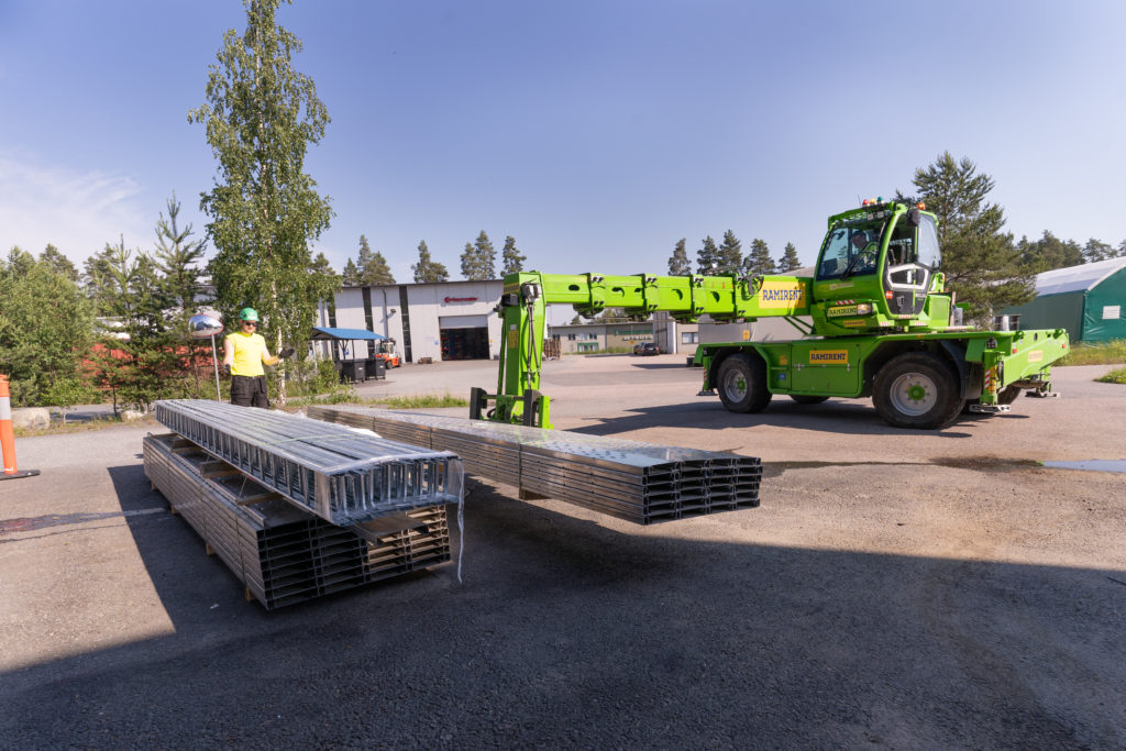 Dynaset's solar power plant components arriving at the factory.